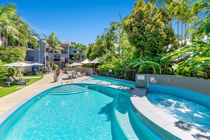 Light Filled Lovely 1 bed Apartment with Pool View