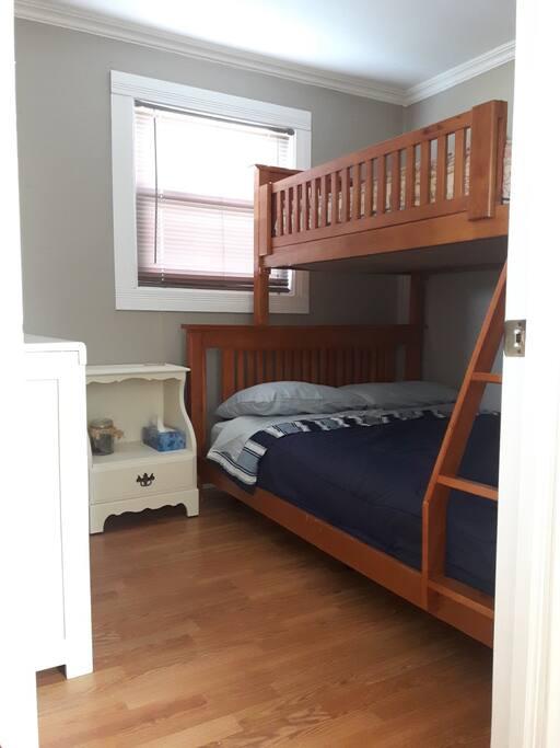 Chambre - lit simple sur double