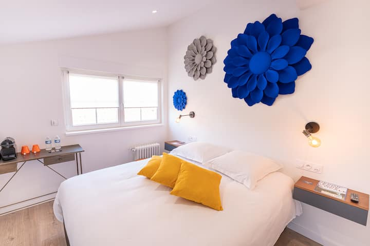 "DOUBLE ROOM ""BIG FLOWERS"""