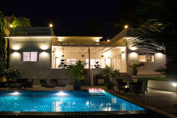 Stunning and modern 3 bedroom SEA VIEW pool villa - Rawai - Casa