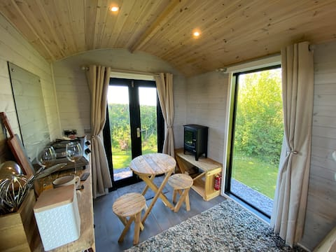 Shepherds Hut with Sea View