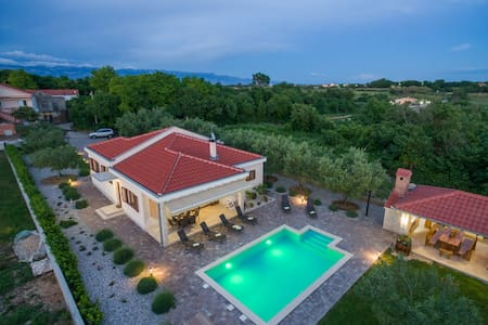 VILLA MIA (with heated pool and big garden)