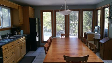 PortFranks White Rabbit. Main floor cottage rental