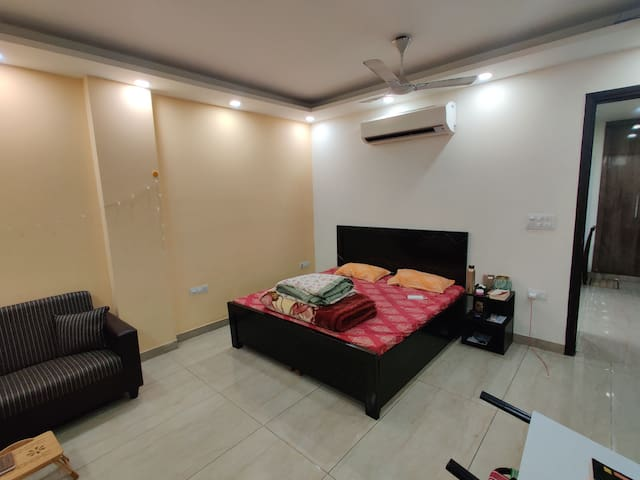 Modern Private 1Bhk Apartment w/ King Size Bed