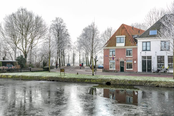 charming town house 10 min to Amsterdam