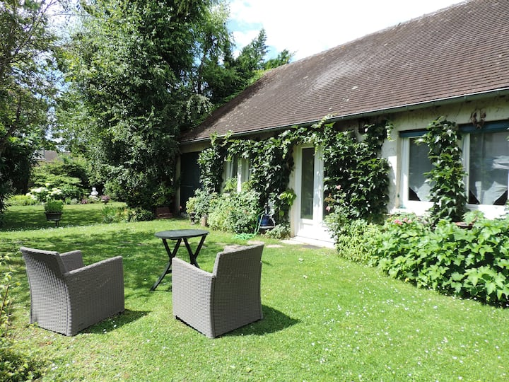 Maison La Solitaire dans  jardin paysagé non clos