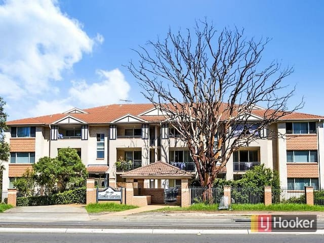 Beautiful Apartment direct to CBD - Baulkham Hills