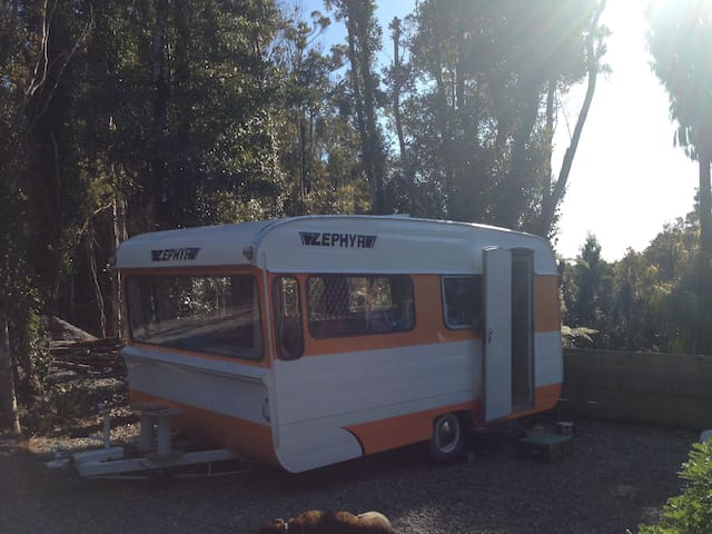 Cute caravan in bush setting - Greymouth - Jiné