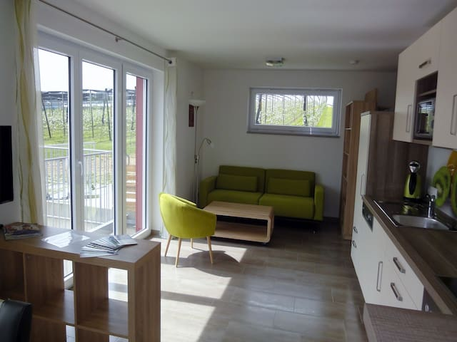 Bio-Obstgut-Oberhof, (Überlingen), Ferienwohnung Kiwi, 63qm, 2 Schlafzimmer, max. 2 Erwachsene und 2 Kinder