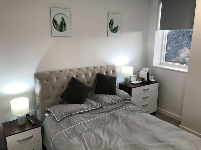 Private double room with en suite in shared flat