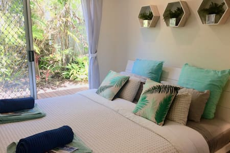 Noosa Getaway/Sunrise Beach/King Bed/Luxe Linen - Sunrise Beach - House