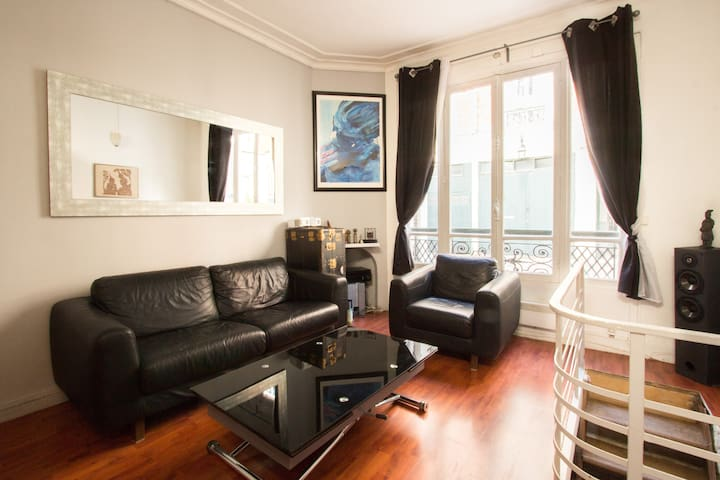 Charming two-storey house in Montmartre
