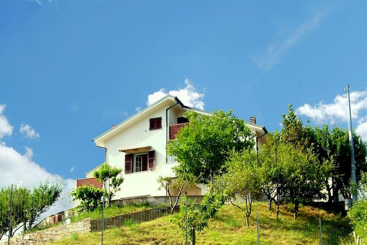 Holiday home in the green Liguria, not far from the Riviera.