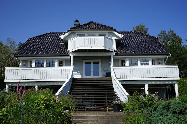 Beach front apartment 1h drive from Oslo