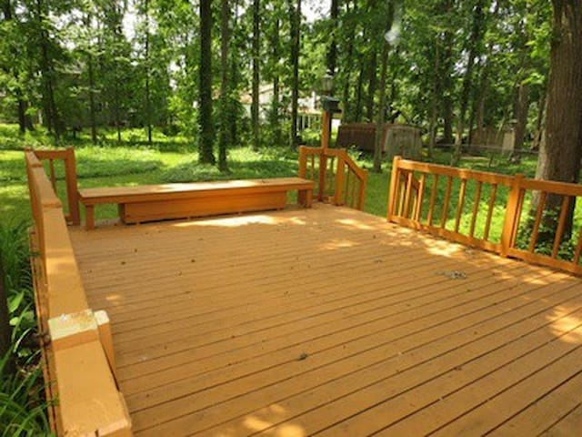 2 private rooms (queen bed listing) - Columbus - House