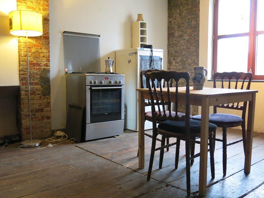 Loft atypique dans maison d 39 artistes lofts louer for Maison loft atypique