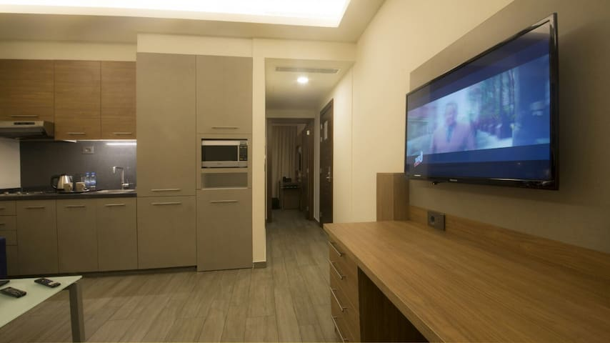 Deluxe One Bedroom Suite, Balcony - Dekwaneh - Bed & Breakfast