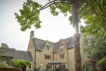 Luxury 16th C Manor - Sleeps 12 - Dom