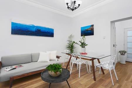 Apartment on Balmoral Beach Hill