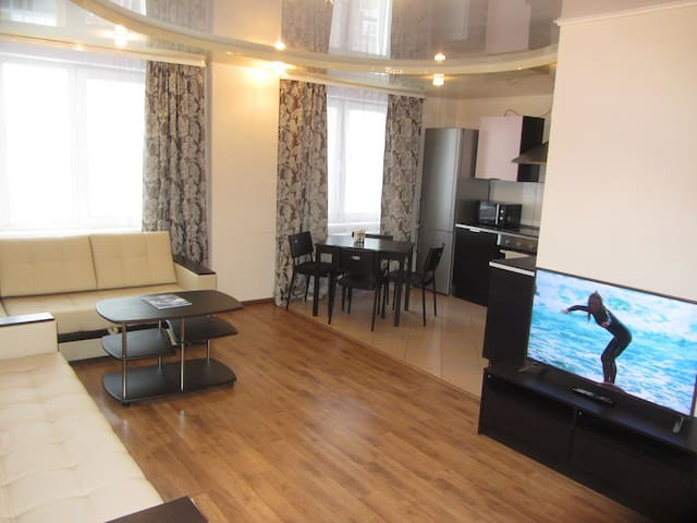 2 комнатная люкс квартира на Революционной 70