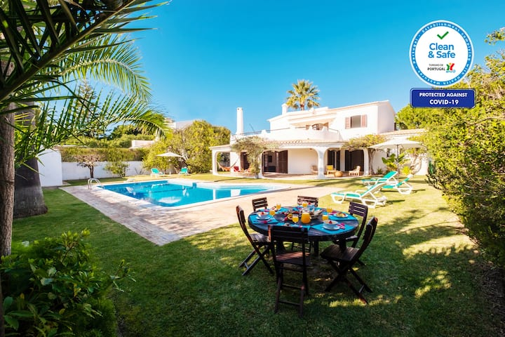 OUTSTANDING VILLA,BBQ,AC,FREE WI-FI & PRIVATE POOL