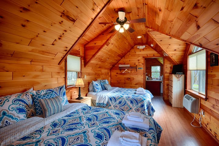 #05 Beautiful Hewn Cedar Log Cottages