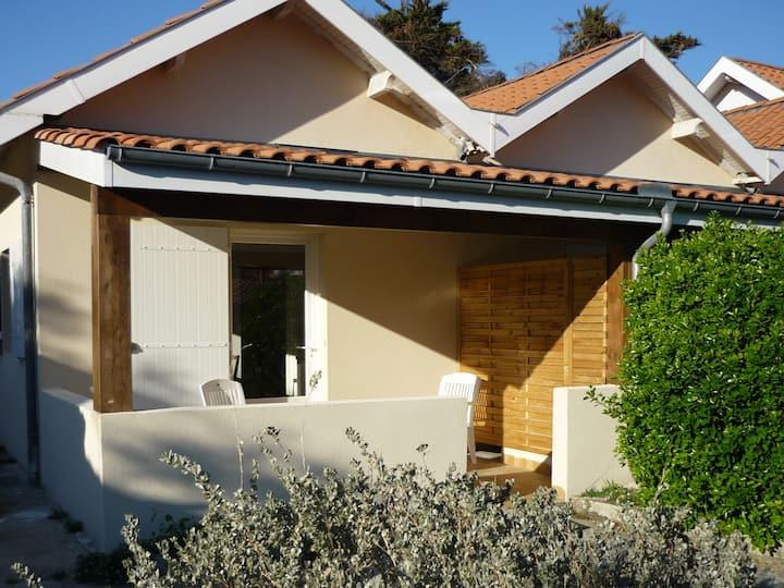 Villa 4 p jardin+parking+wifi 3 min plage centrale