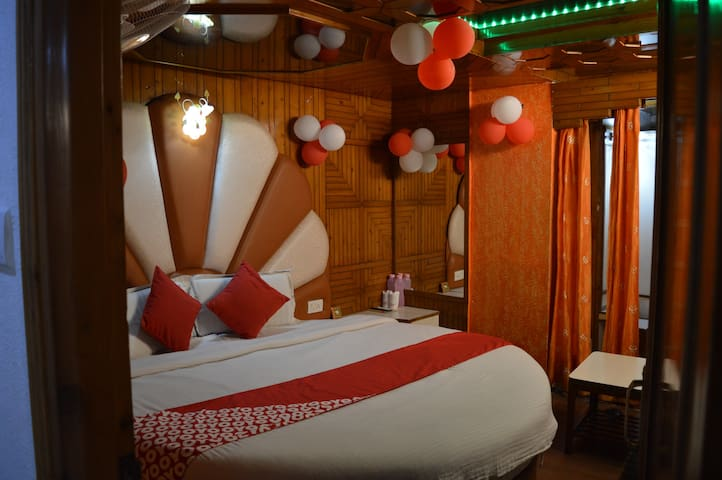 Ideal Honeymoon Stay in Shimla