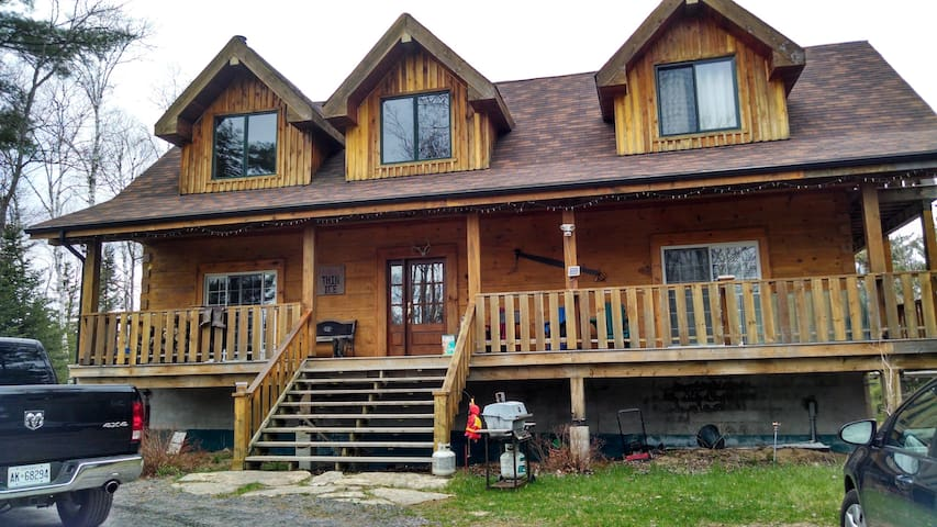 Beautiful Log Home in the Woods! - Baysville - Casa