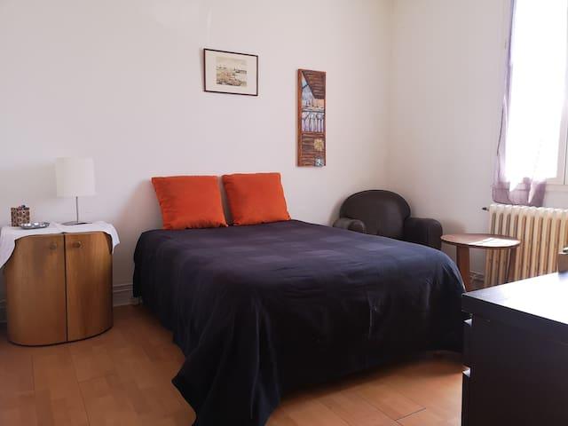 Chambre 2, dans maison à partager, Nord de Reims.