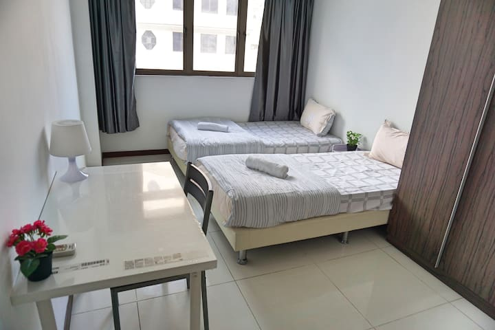 Amazing Spacious 3 Bedroom Apt Unit @ Central G4B