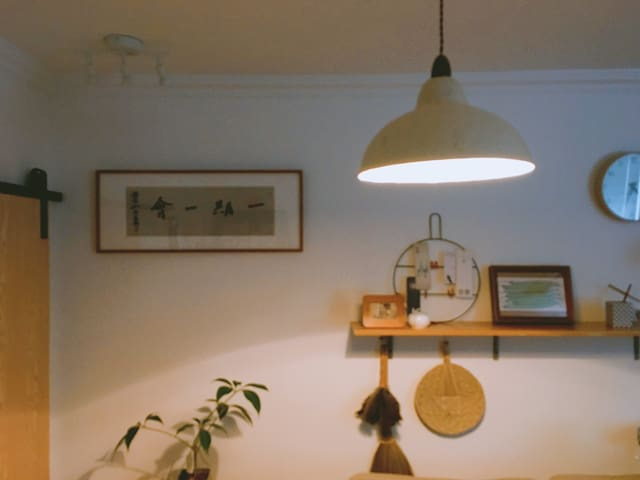 犹如儿时贪玩晚归,家中依然摇曳的那盏暖灯