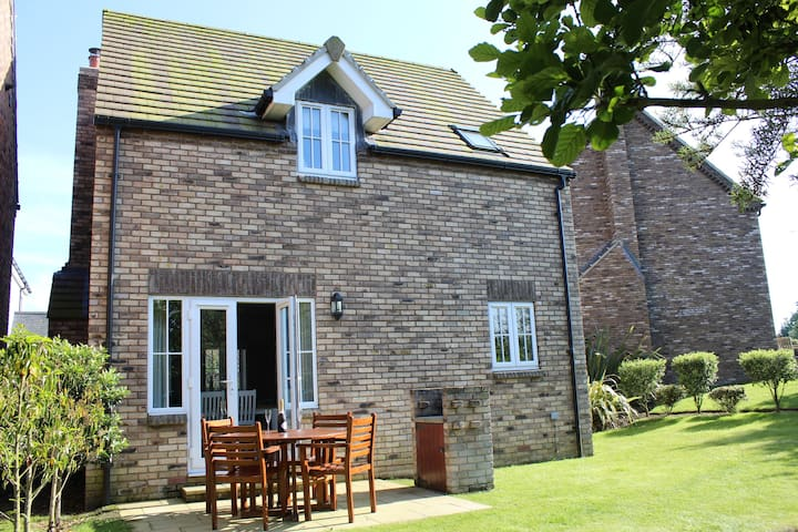Relax at Collie Cottage, The Bay Filey  (sleeps 4)