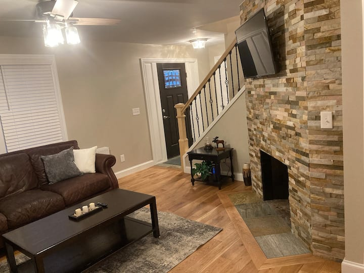 Beautifully renoved home in Orono, next to UMO