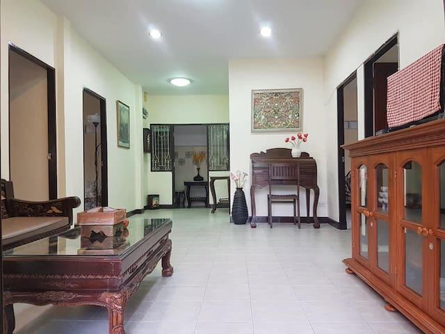 MANGO TREE HOUSE  BANGKOK  for 4-6 guests