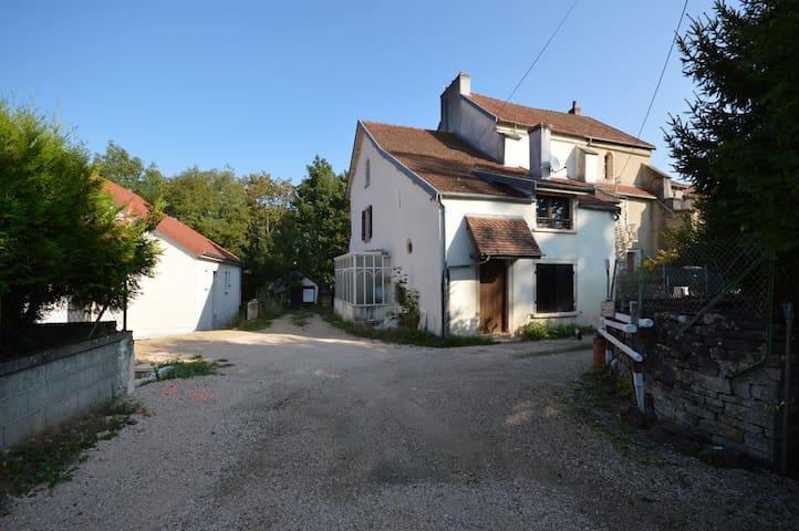 Maison Prieuré Saint Marcel - Fleurey-sur-Ouche - Hus