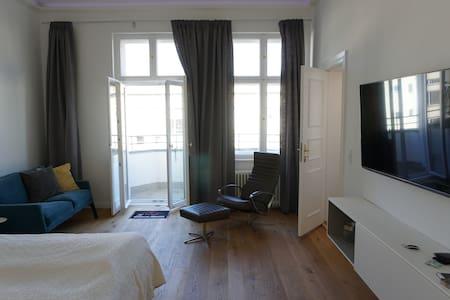 KuDamm Nah-Charmantes Altbau Appartment City West - Berlim - Apartamento