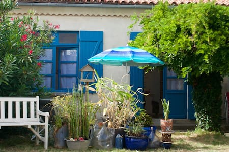 Guest house with terrace, 60 yards from beach - Saint-Georges-de-Didonne - Apartment