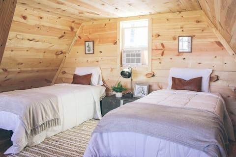 Posh Pines Glamping- Appalachian Hideaway Hut #3