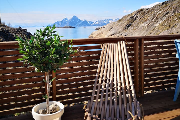 Charming summerhouse on an island in Lofoten