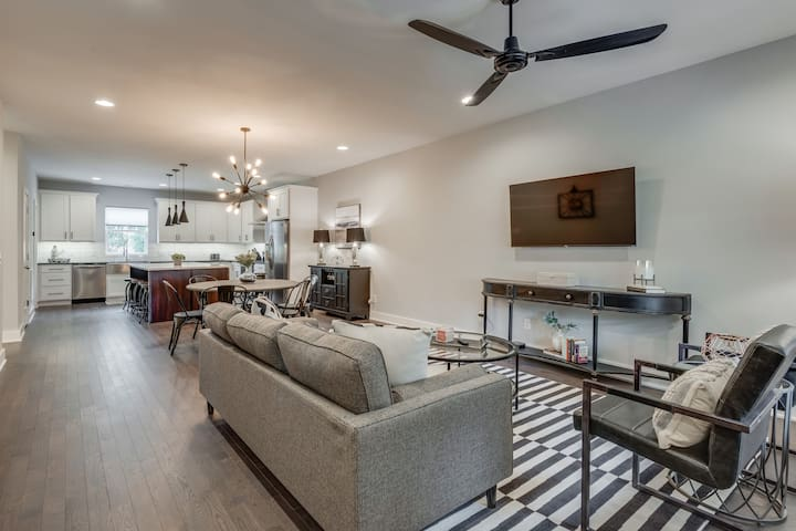 Chic Townhome near 12South | 5 Minutes to Downtown