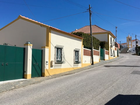 Charming bungalow in Fanadia, Caldas da Rainha