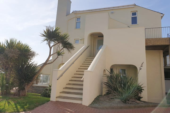 15 CLIFF APARTMENT - SEA VIEW - 2 BED-STYLISH APT