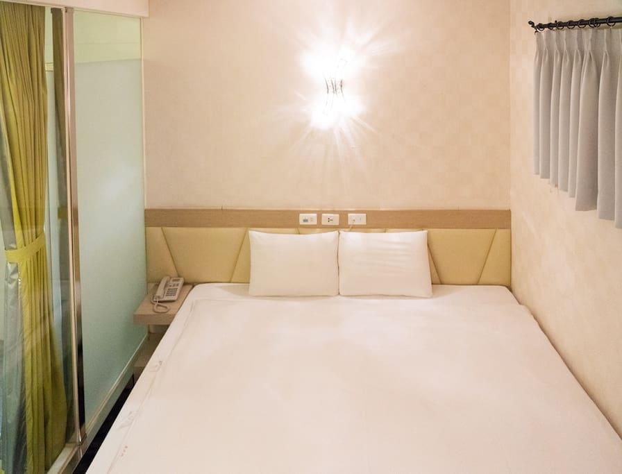 兩床單人床