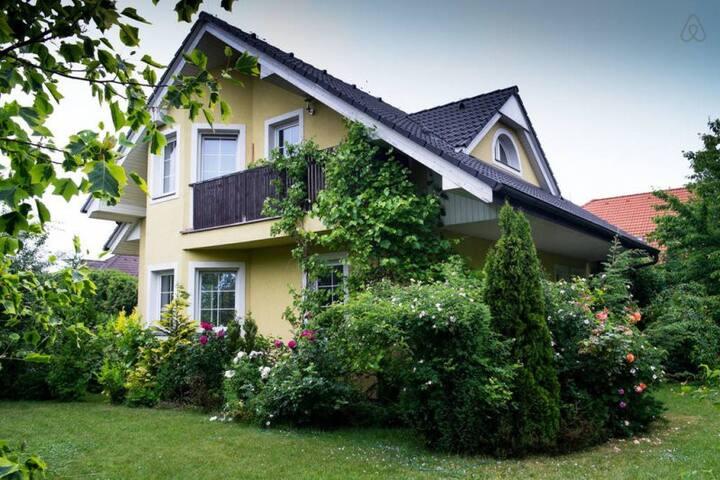Lunateka Home - a detached house in Prague - West