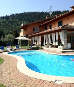 ON THE HILLS OF  GARDA LAKE - Paitone - Casa de camp