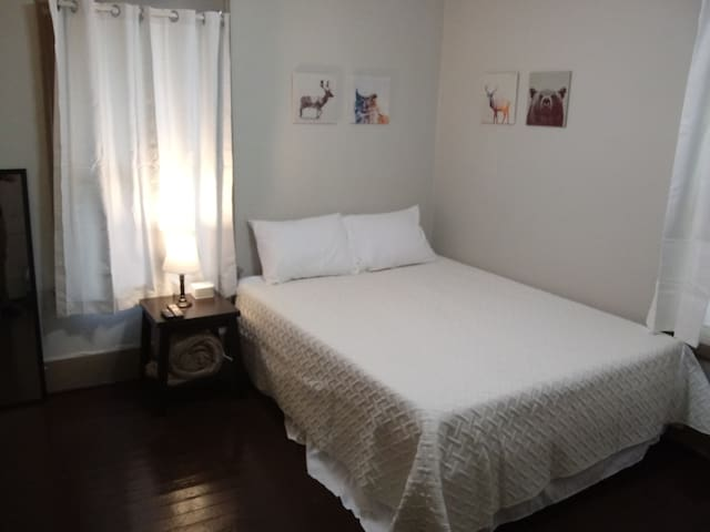 Private, clean, comfortable room near Highland Sq.