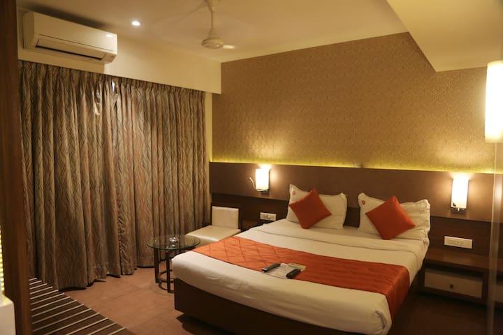 Cosy Hotel room near Koparkhairane Ghansoli