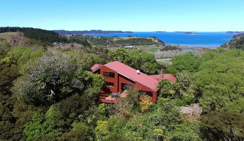 The Lodge at Barn By The Sea - Tawharanui Peninsula - Hus