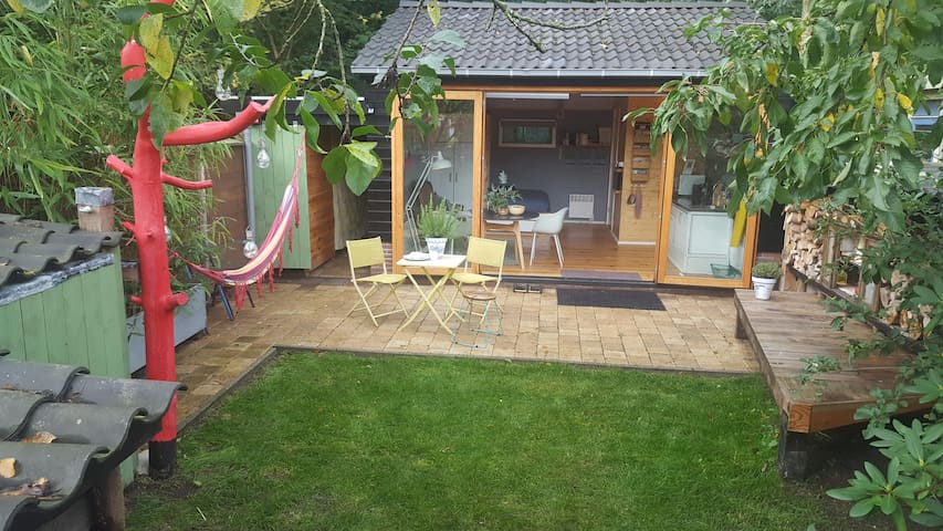 Uw eigen huis aan het bos